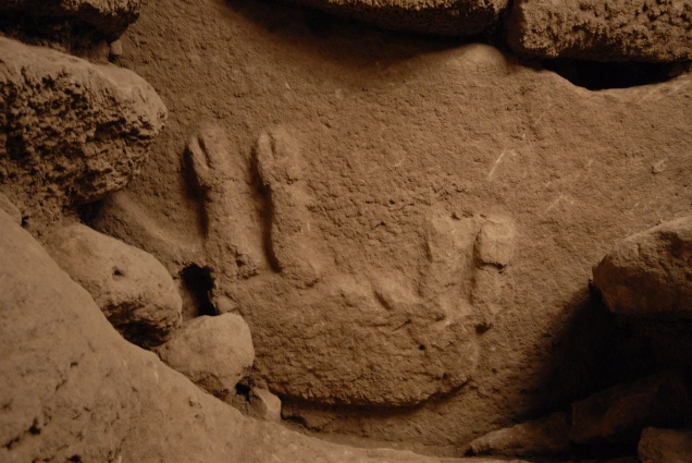 This relief of a boar lying on its back was found on a porthole stone situated directly behind the U-shaped 'door' stone. (Photo: D. Johannes, DAI)